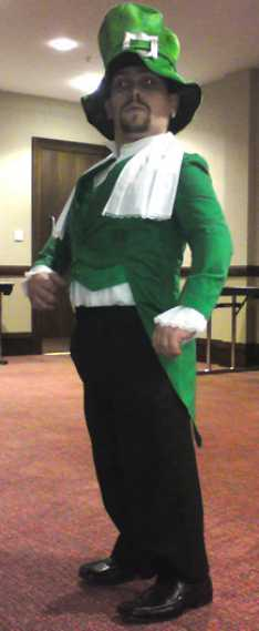Steve_Redford_of_the_MiniMen_as_a_Leprechaun_at_the_Ashford_International_Hotel