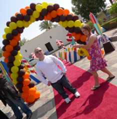 Steve_Redford_of_The_MiniMen_working_in_Abu_Dhabi_for_a_Royal_Gig_copy_2