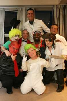 Steve_Redford_Phil_Holden_Stag_Party_Dwarf_job_with_the_MiniMen_London