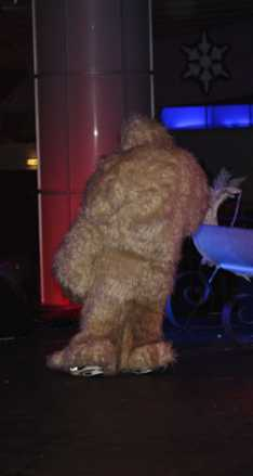 Steve_Redford_the_MiniMen_getting_suited_up_as_a_Yeti_Big_Reunion_copy